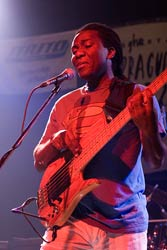 Richard Bona, Lucerna Music Bar, Praha, 22.10.2006, small A