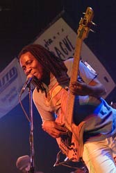 Richard Bona, Lucerna Music Bar, Praha, 22.10.2006, small B